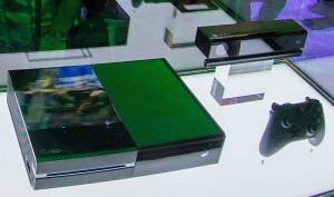 New_XBox_360_and_XBox_One._(9021844483)_crop2